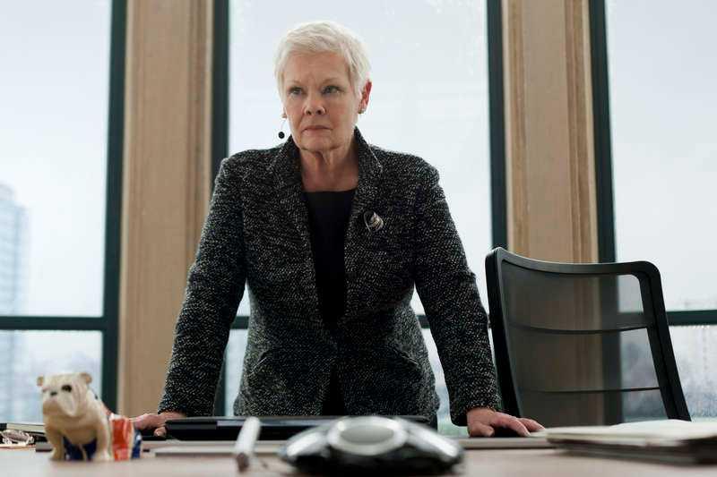 """Judi Dench som MI6-chefen """"M""""."""
