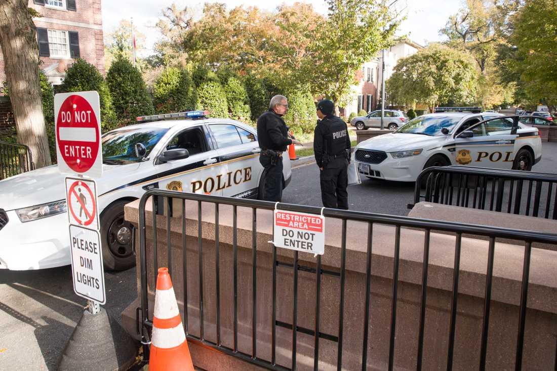 Secret Service utanför Barack Obamas hem efter det misstänkta bombfyndet.