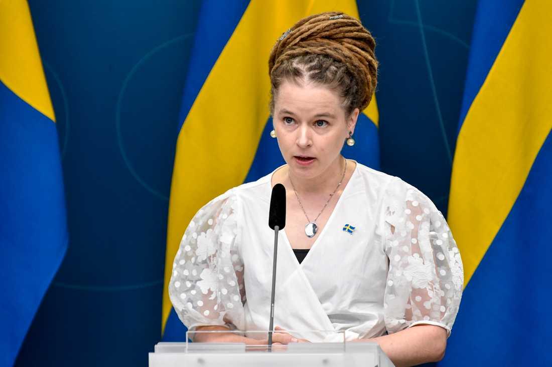 Kultur- och idrottsminister Amanda Lind (MP) välkomnar att EU-kommissionen godkänt regeringens stödpengar till medierna. Arkivbild.
