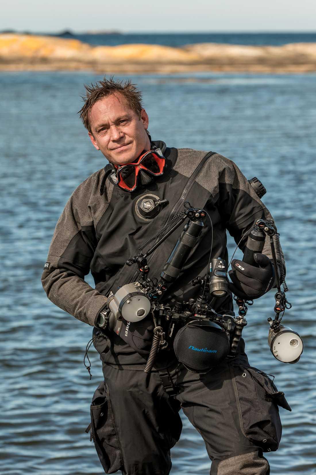 """""""Vi måste värna om haven för de är källan till allt liv"""", säger Joakim Odelberg som nu ställer ut i FN-skrapan."""
