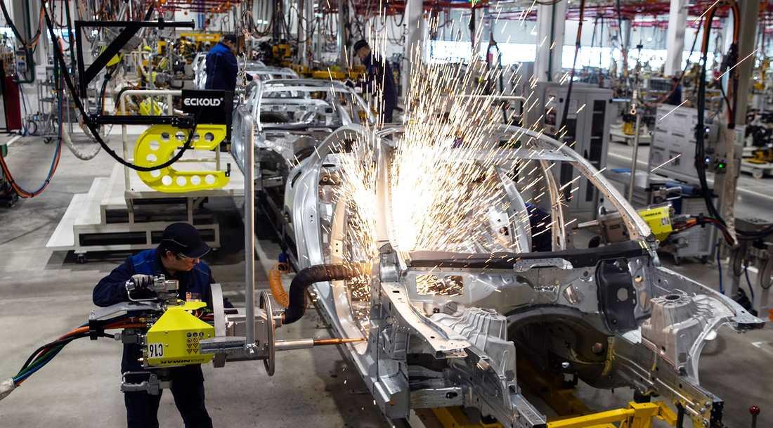 Tillverkningsindustrin kan få nya uppgifter i krislägen. Bild från Mercedes biltillverkning.