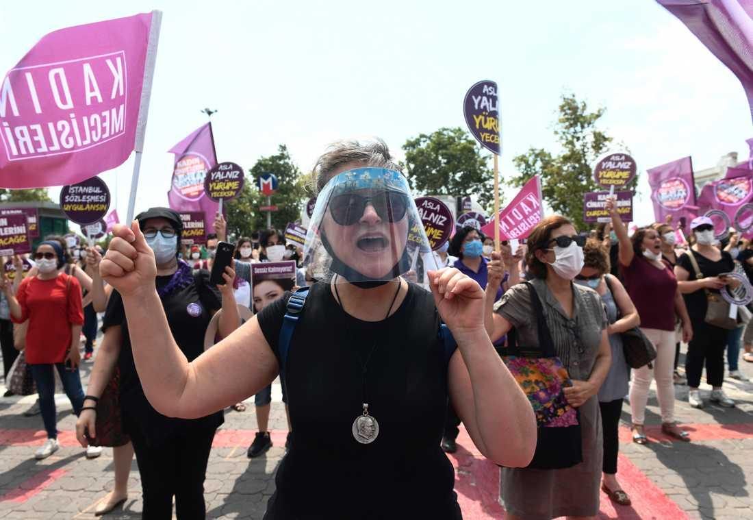 De senaste åren har statistiken kring mord på kvinnor i Turkiet stadigt gått upp. 2020 väntas bli ett ännu dystrare år på grund av nedstängningar i samband med spridningen av covid-19.
