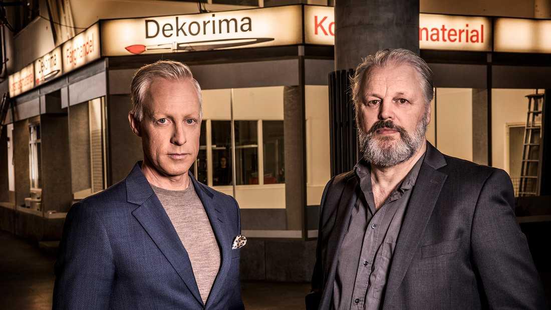 """André Pops och Lars Olof Lampers i studion för """"Veckans brott extra: Palmemordet"""". Pressbild."""