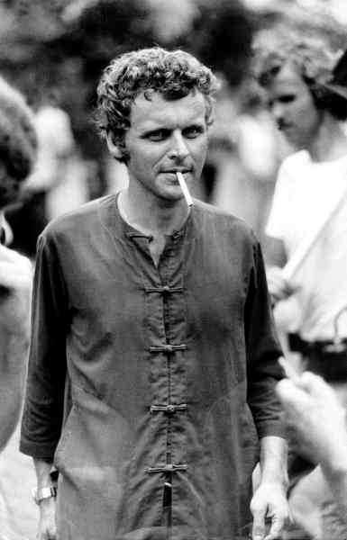 """PÅ ANDRA SIDAN FÄLTET Herman Lindqvist i Thailand 1975, efter en resa över """"The killing fields"""" i Kambodja."""