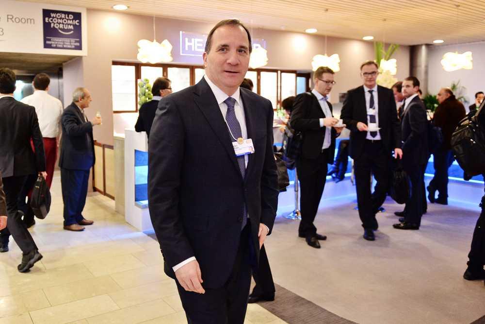 Statsminister Stefan Löfven anländer till mötet i Davos.