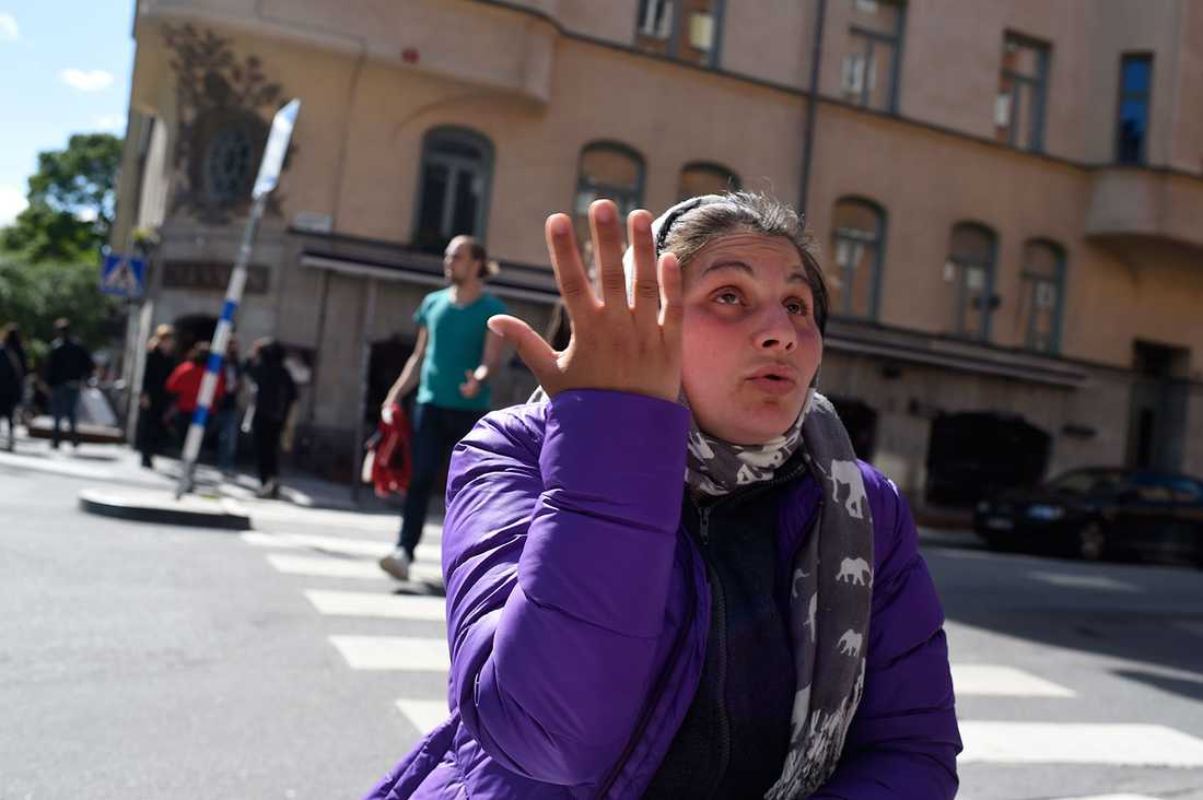 Maria attackerades med knallskott när hon tiggde.