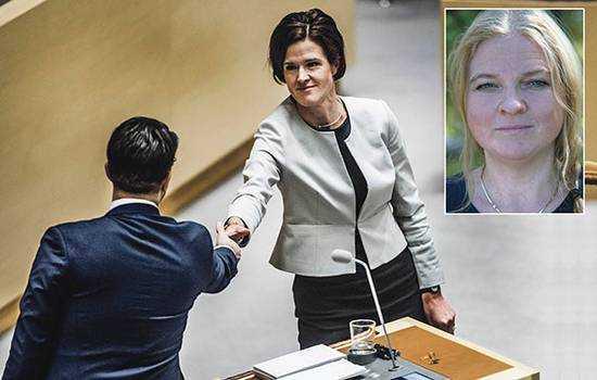 """""""Kommer M fram till 2022 att göra upp om migrationspolitik med SD i Riksdagen eller kommuner?"""" skriver debattören Helena Trotzenfeldt."""