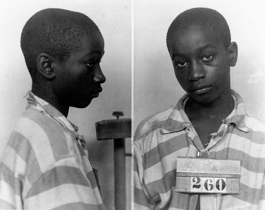14-ÅRINGEN OSKYLDIG – AVRÄTTADES 14-årige George Stinney jr på polisens bilder efter gripandet, misstänkt för mord på två vita flickor. Han avrättades 1944. Nu, 70 år för sent, har en domstol friat honom.