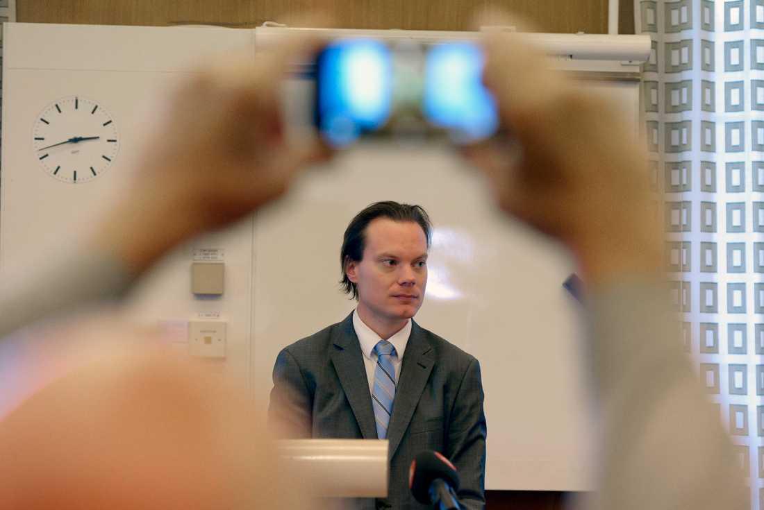 Martin Kinnunen (SD) möter pressen på tisdagen.