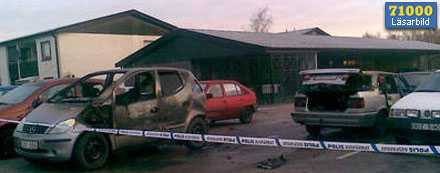 Flera bilar förstördes i Halmstad under natten.