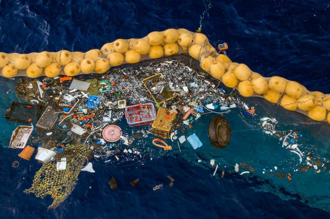 The Ocean Cleanup ska samla upp plast i världens hav.