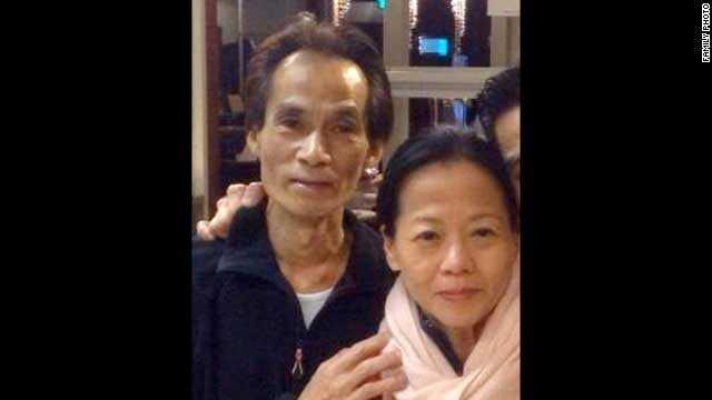 Jenny Loh och Shun Poh Fan, Nederländerna. Parets livsverk var den asiatiska restaurangen i Rotterdam. En vän till paret berättar hur de byggt upp verksamheten under 15-20 år. Paret var på väg för att ha semester när planet sköts ned. Efter sig lämnar de den 30-årige sonen Kevin.
