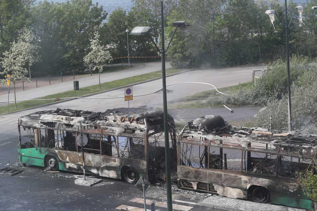 Arkivbild. Den 28 maj brann den stora stadsbussen närmast explosionsartat i Västra hamnen. Ingen person skadades. Nu visar en utredning att elden startat med en kortslutning.
