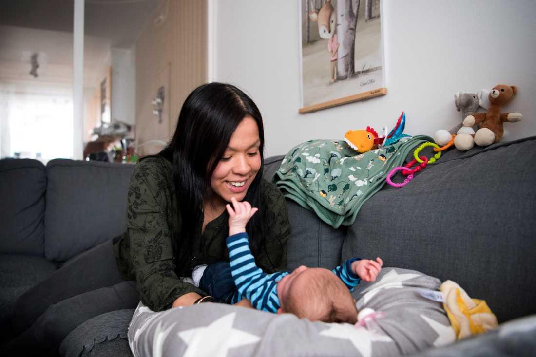 Maria Sundqvist, 33, och sonen Mason, nu 3 månader, fick hjälp av ny arbetsmetod under graviditet och förlossning.
