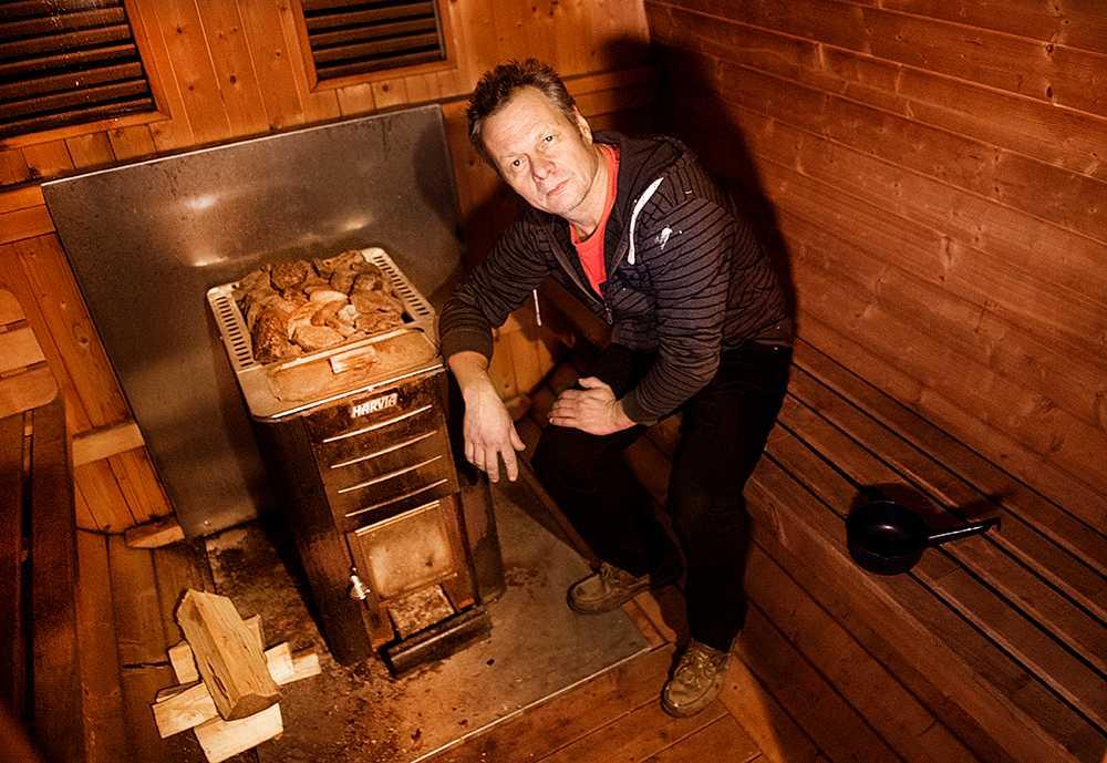 Jorma Reinikainen byggde bastun för att hans fru har struma.