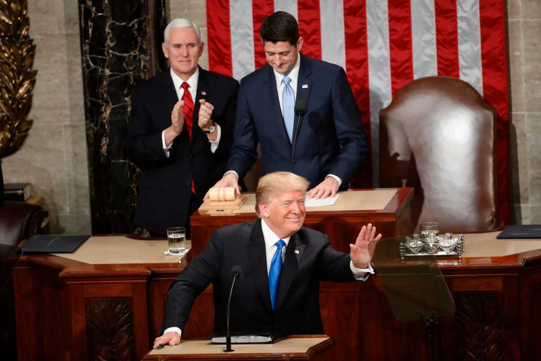 USA:s president Donald Trump vid fjolårets State of the union-tal i kongressen i Washington DC. Bakom honom syns vicepresident Mike Pence och den dåvarande republikanske talmannen Paul Ryan.