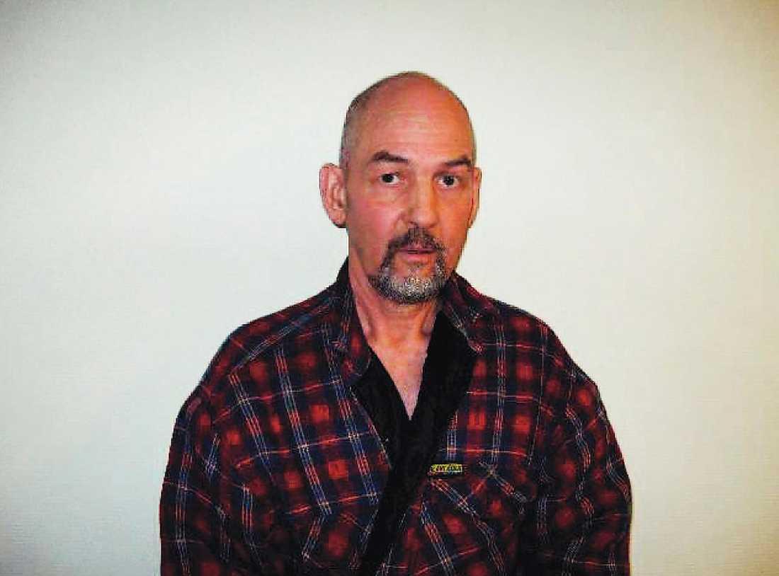 John Svahlstedt har kallats en av Sveriges värsta våldtäktsmän. Nästa bild visar klädesplagg som polisen tagit i beslag i samband med en av utredningarna kring Svahlstedt.
