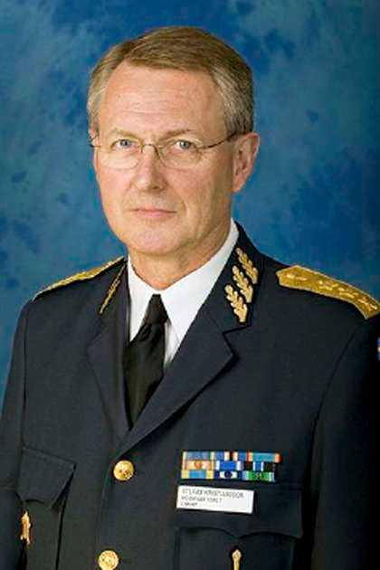 svarar inte Stefan Kristiansson, generalmajor och chef för Militära underrättelse- och säkerhetstjänsten, Must: –Han sitter i möte. Han är inte tillgänglig  i dag. Han sitter i möten resten av veckan, säger hans sekreterare Mariléne Strömberg.
