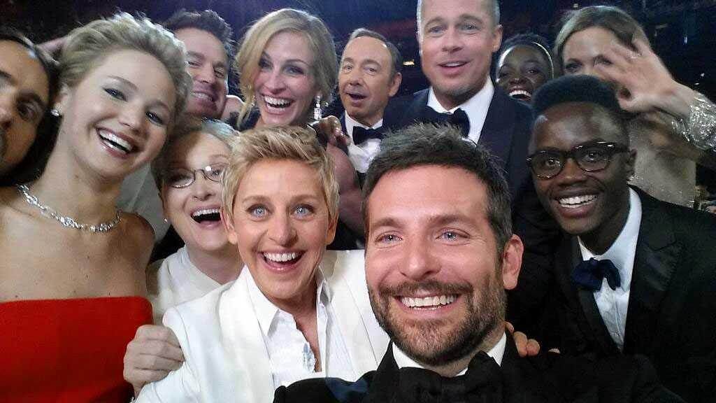 Selfies vi minns Programledaren och komikern Ellen DeGeneres samlade ihop gräddan av skådespelareliten på Oscarsgalan 2014.