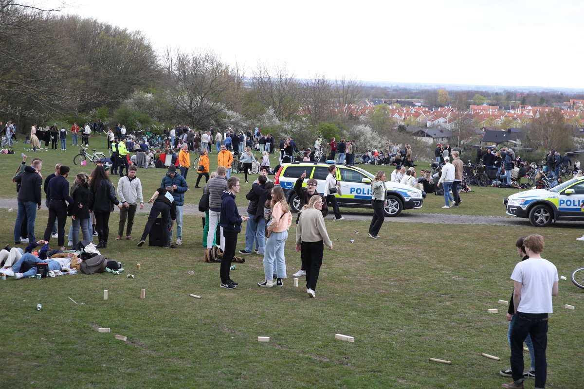 Festsugna valborgsfirare har i stället samlats i parken Sankt Hans backar.