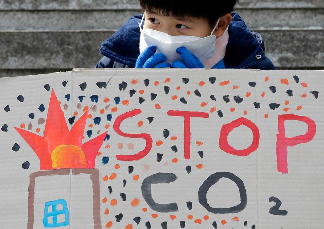 Hundratusentals skolungdomar över hela världen strejkade på fredagen för klimatet. Här i Seoul, Sydkorea.