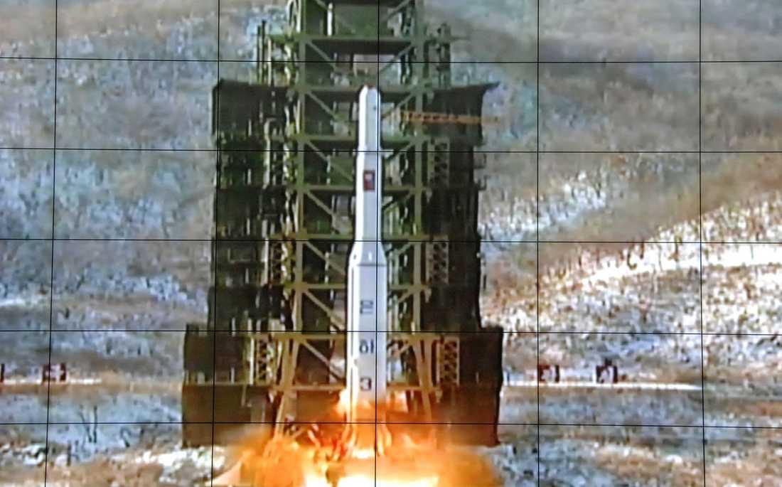 Nordkorea skjuter upp en Unha-3-raket från Pyongyang.