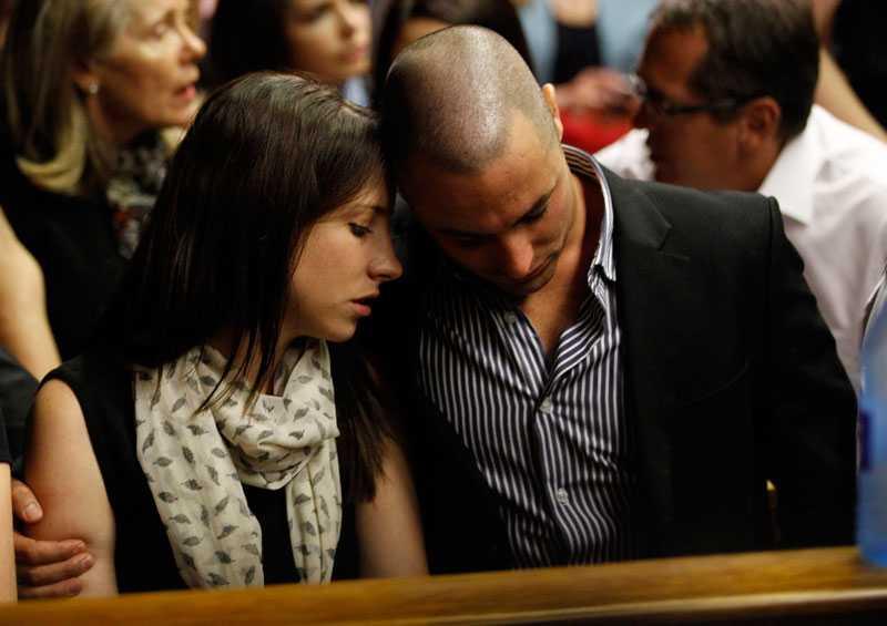 Pistorius syskon Aimee och Carl var på plats.