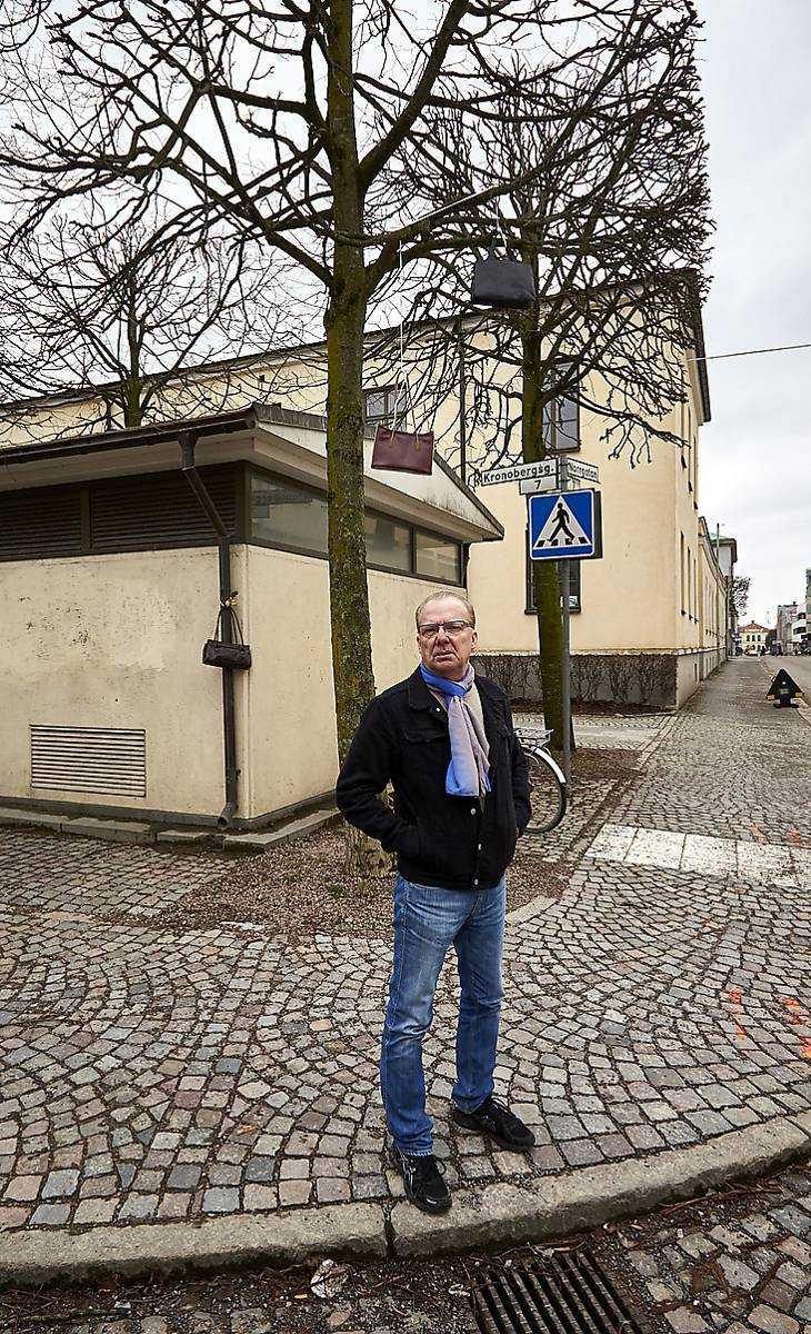 Fotografen Hans Runesson på platsen där han tog sitt belönade foto.