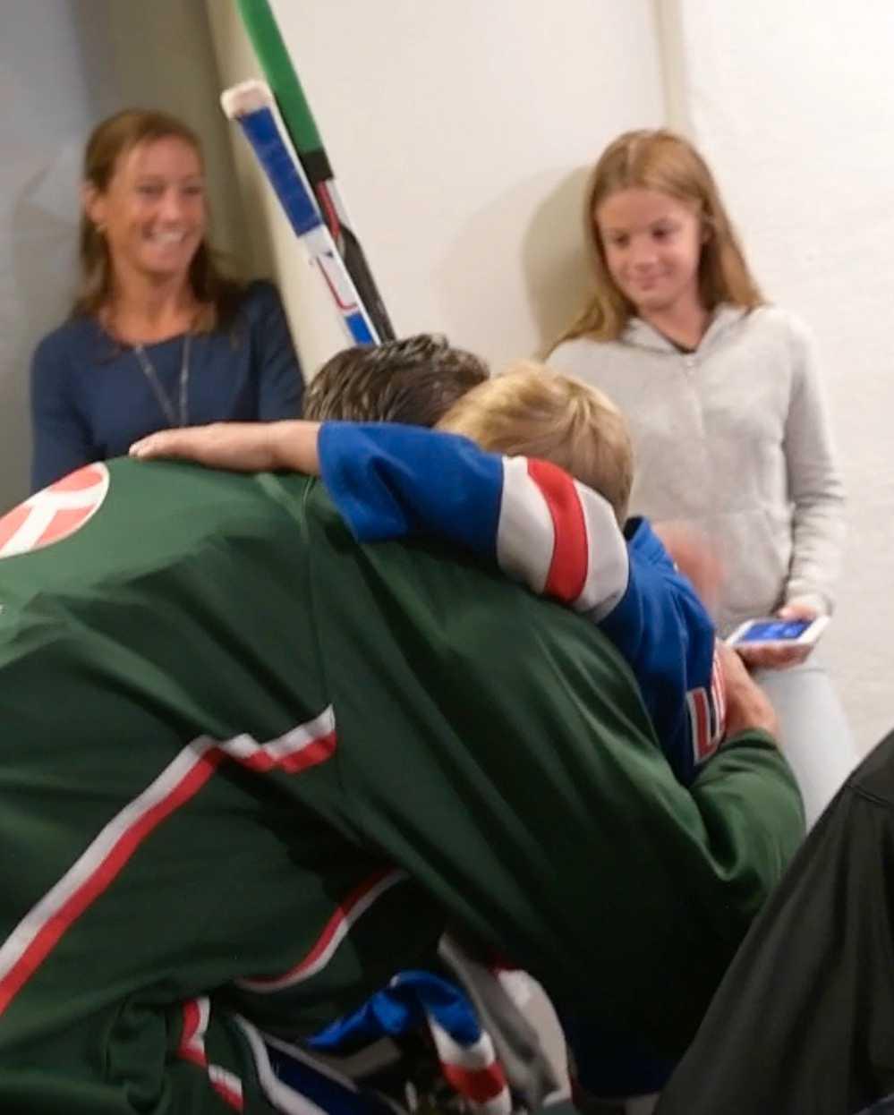 Och Joel får förstås också en kram.