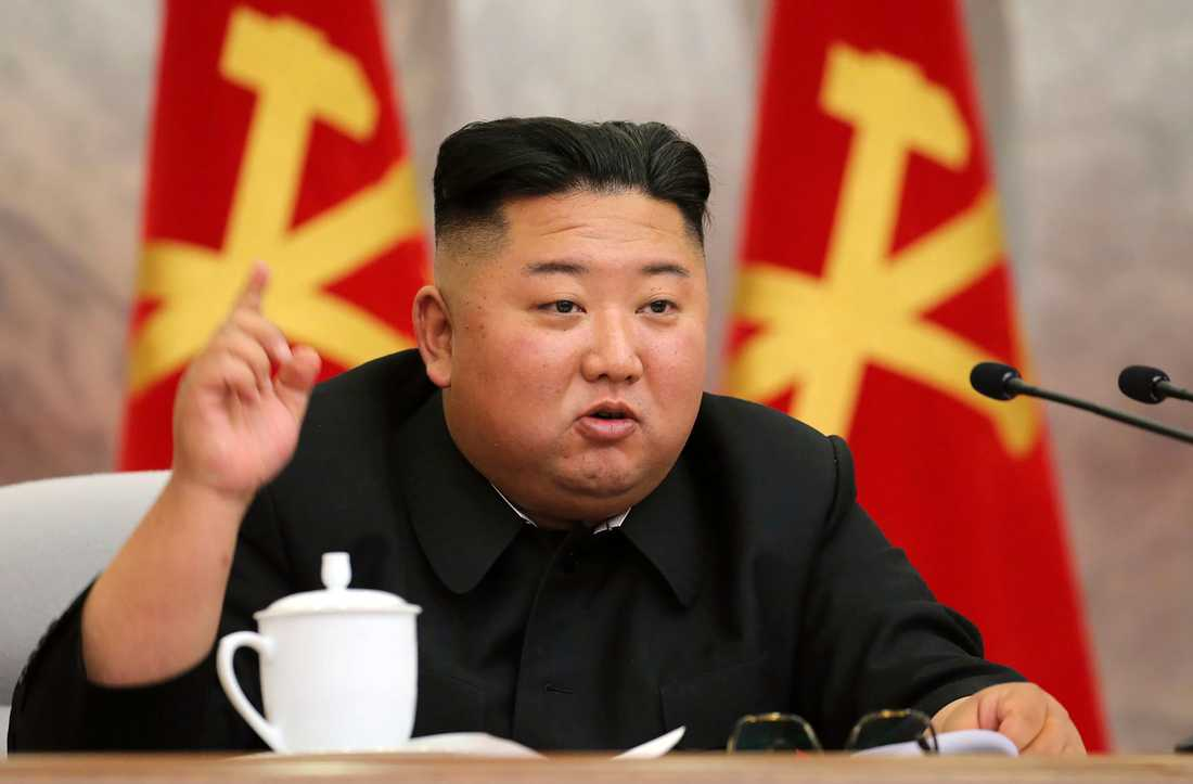 Kim Jong-Un på en av bilderna som statliga nyhetsbyrån KCNA publicerade på söndagen.