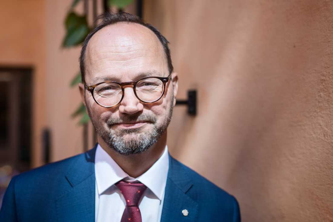Infrastrukturminister Tomas Eneroth (S) vill föra över basunderhållet av järnvägen till Trafikverket. Arkivbild.