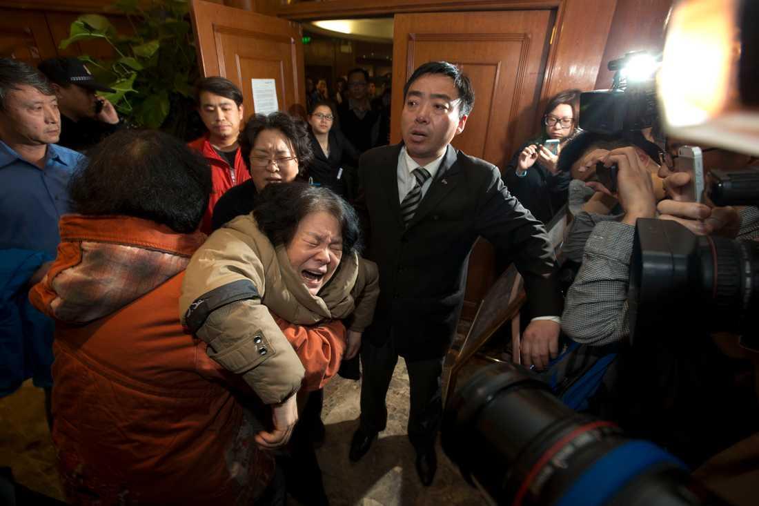 En anhörig till en kinesisk passagerare får reda på att planet var försvunnet