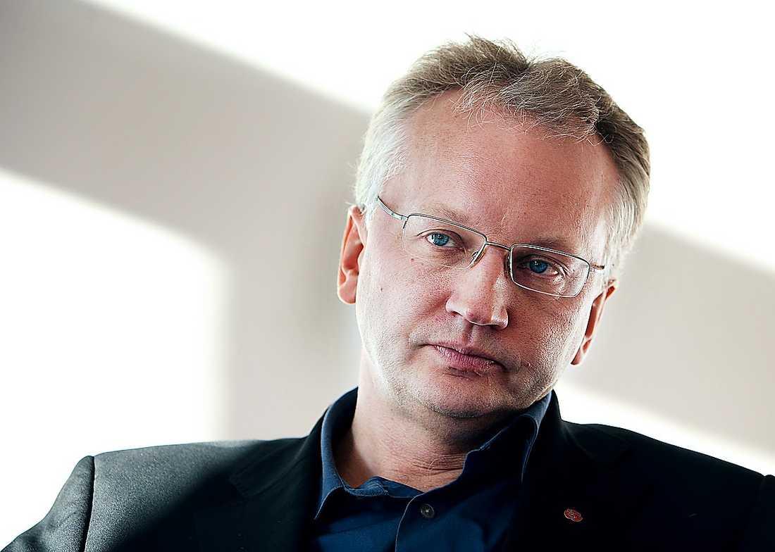 Pär Nuder hjälpte Håkan Juholt med avgångstalet.