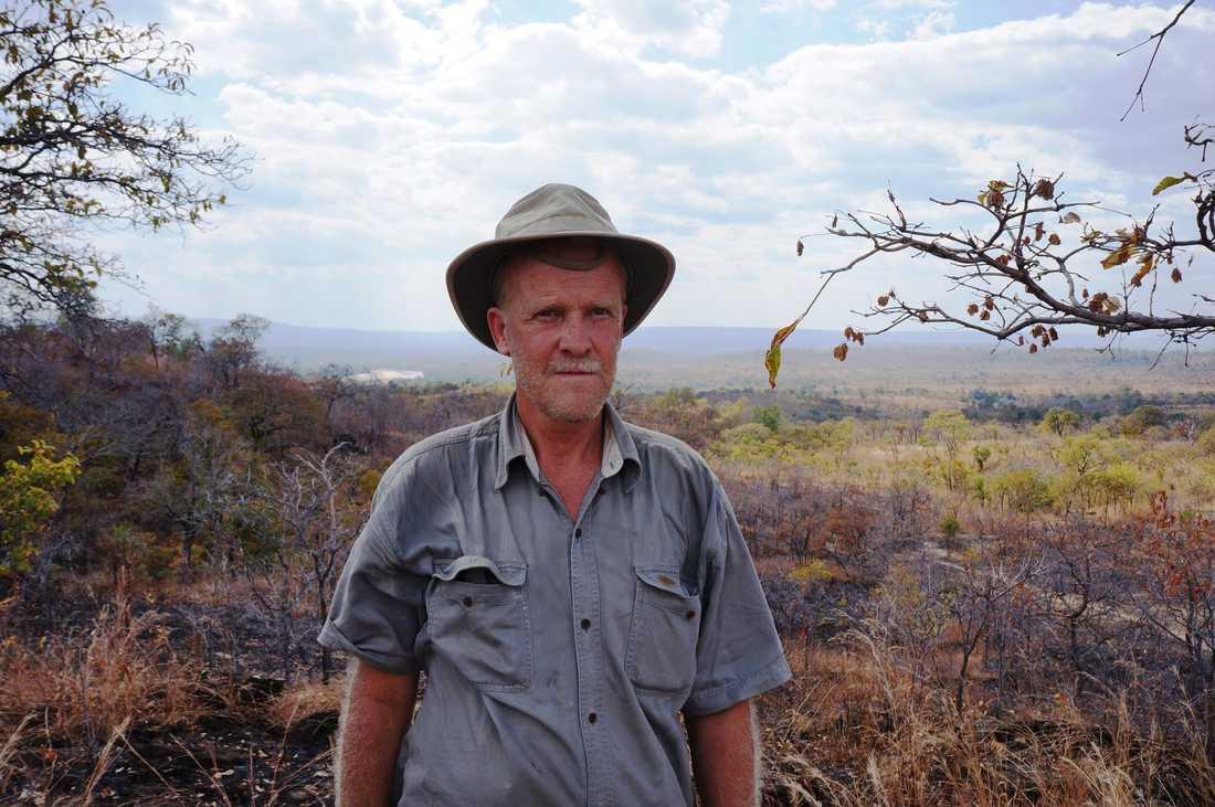 Allan Carlson har jobbat mycket med olika djurarter och skyddade områden i olika länder i Afrika. Har tidigare arbetat som forskare vid Sveriges Lantbruksuniversitet, SLU, och ansvarar nu för WWF:s projekt i Afrika.
