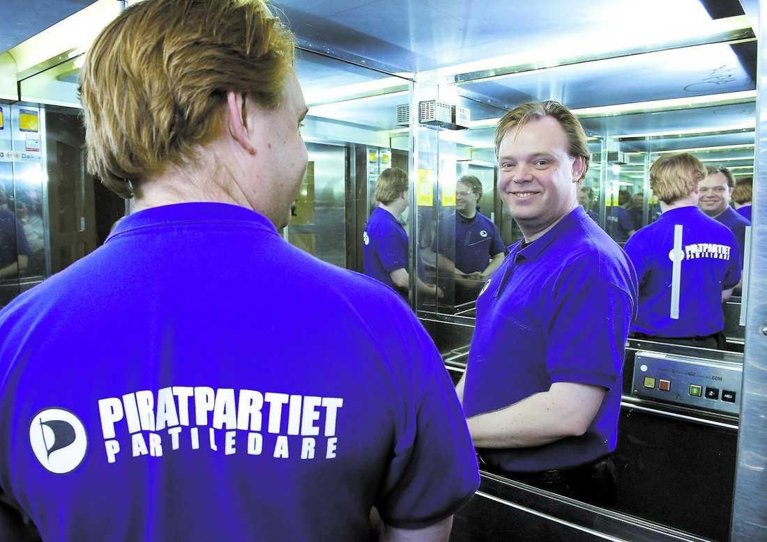 en, två eller kanske tre? Det är inte länge sedan Rick Falkvinge startade Piratpartiet. De flesta opinionsundersökningar pekar mot att partiet får ett mandat i Europaparlamentet. Eller två. Eller ...?