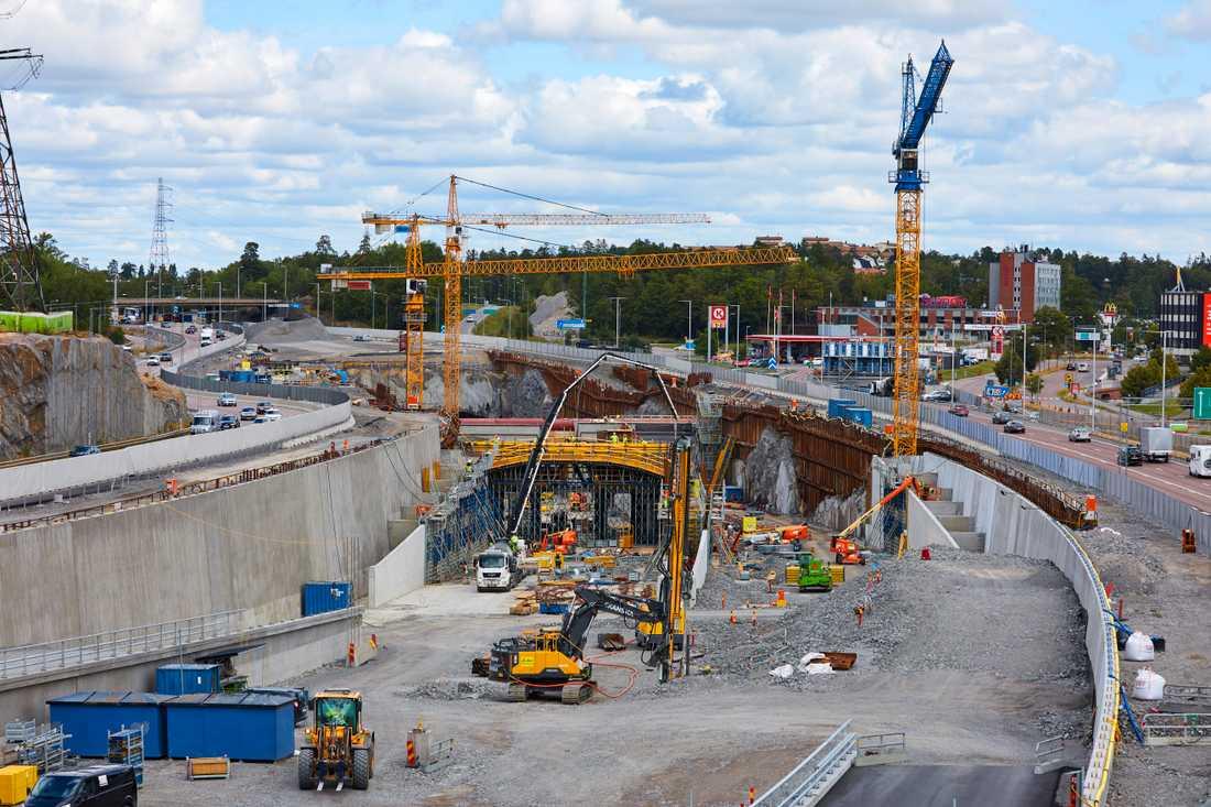 Förbifart Stockholm är en 21 km lång ny sträckning av E4 som till stora delar byggs i tunnel.