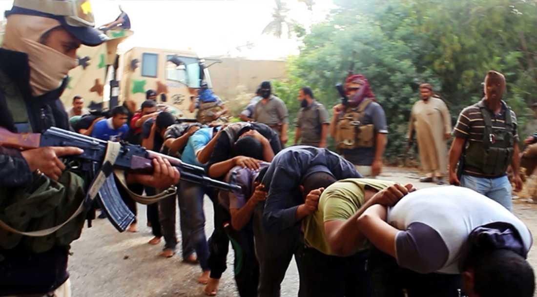 En stillbild från en propagandafilm som IS släppte där de visar massakern på irakiska soldater i Tikrit sommaren 2014.