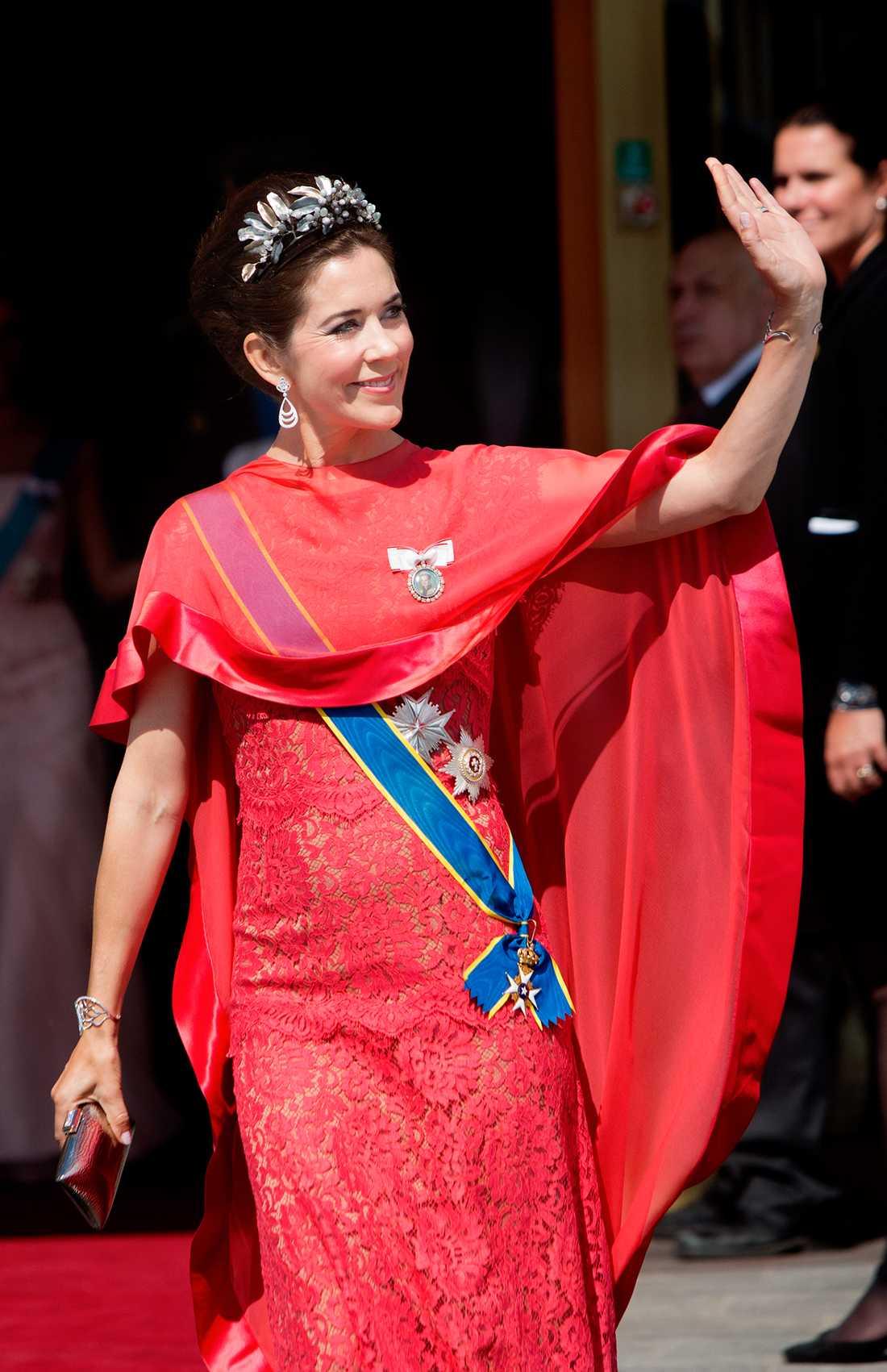 Kronprinsessan Mary glänste i en Colette Dinnigan-kreation på Prinsessan Madeleine och Chris O'Neills bröllop.