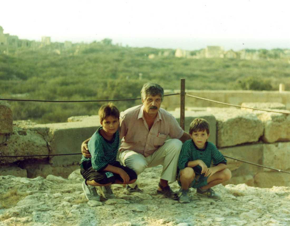 1990 jobbade min pappa i Libyen. Vi åkte dit på sommarsemester, bilden är tagen under ett besök i den antika staden Leptis Magna.