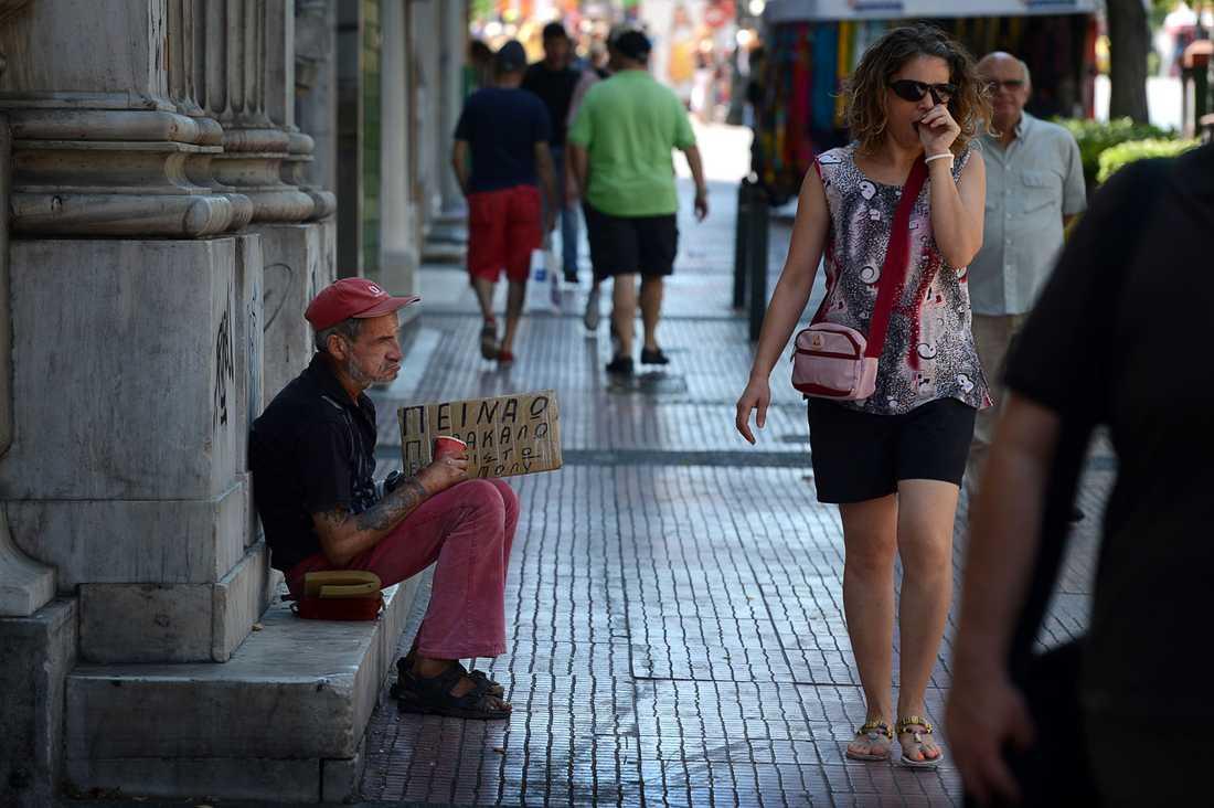Antalet tiggare ökar för varje dag i Aten.