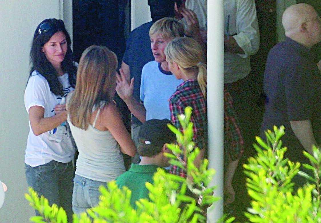 """Jennifer AnistonCourtney CoxPortia de RossiJa, vad skvallrade väninnorna egentligen om på den här festen hemma hos Sacha Baron """"Borat"""" Cohen i måndags.Ellen DeGeneres"""