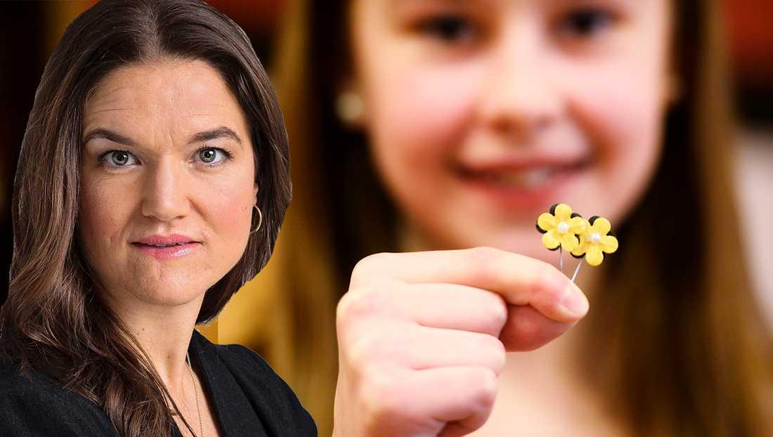 Årets majblomma går i svart och guld, färger som inspirerats av humlor. För formgivningen svarar Elina Hall, 12 år, från Göteborg, uppger Majblommans riksförbund.