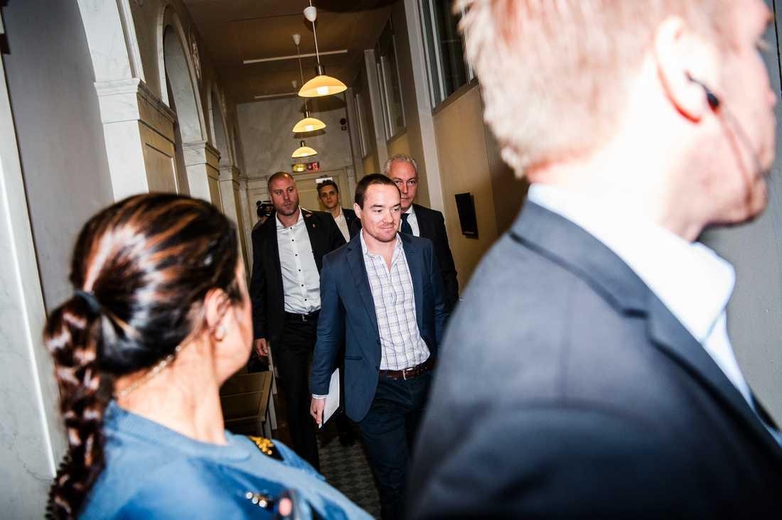 Sverigedemokraternas Kent Ekeroth kommer till dagens förhandling i hovrätten.