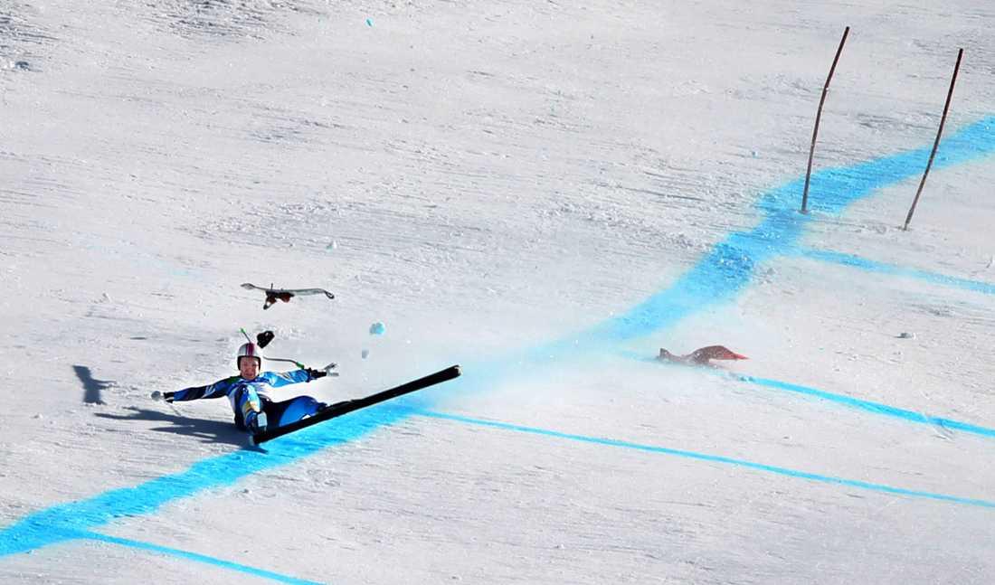 2009/2010 Anja var på väg mot silvret i OS-störtloppet i Vancouver när hon tappade kontrollen i sista hoppet. Pärson flög 60 meter och kraschade otäckt. Många trodde att mästerskapet var över, kanske till och med karriären. Men dagen efter stod Anja på skidorna igen och i samma backen lade hon grunden för sitt bragdartade brons i superkombinationen. Pärson var sjua efter störtloppet och följde upp med ett fantastiskt slalomåk. När Lindsey Vonn körde ur i sista slalomåket var bronset Anjas. Det blev inga fler medaljer för Pärson som ändå lämnade OS som en vinnare. Efter säsongen kom beskedet att Anja skulle fortsätta sin satsning över VM 2011.