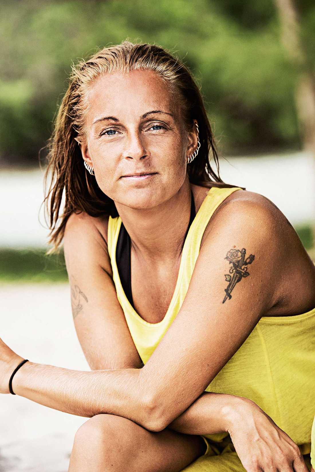 Sara Söderman, 37 år, Nynäshamn. Arbetar som lastbilschaufför och är mamma till tre barn.