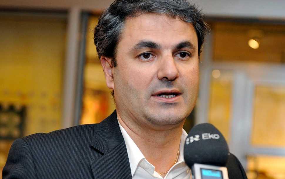 Ibrahim Baylan avgår som partisekreterare.