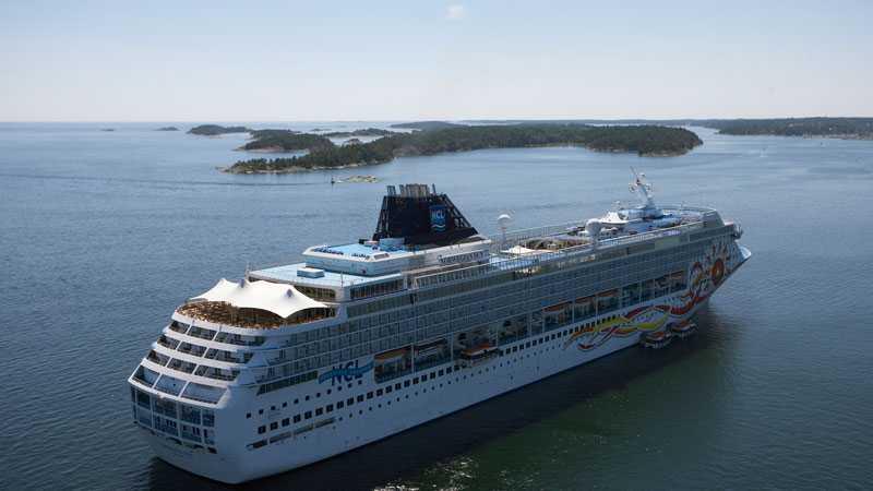 Stockholms Hamnar vill ta in de stora fartygen som ligger i Östersjön 2015. De största fartygen kommer lotsas in i hamnen vid Nynäshamn.