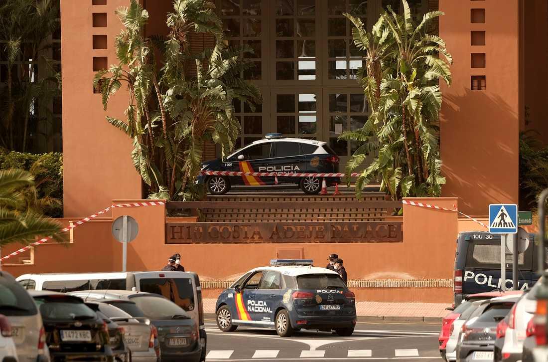 Polisen bevakar hotell på Teneriffa.