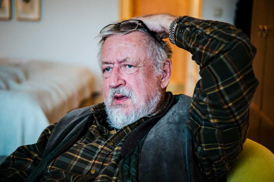 Leif GW Persson vill kunna leva som vanligt.