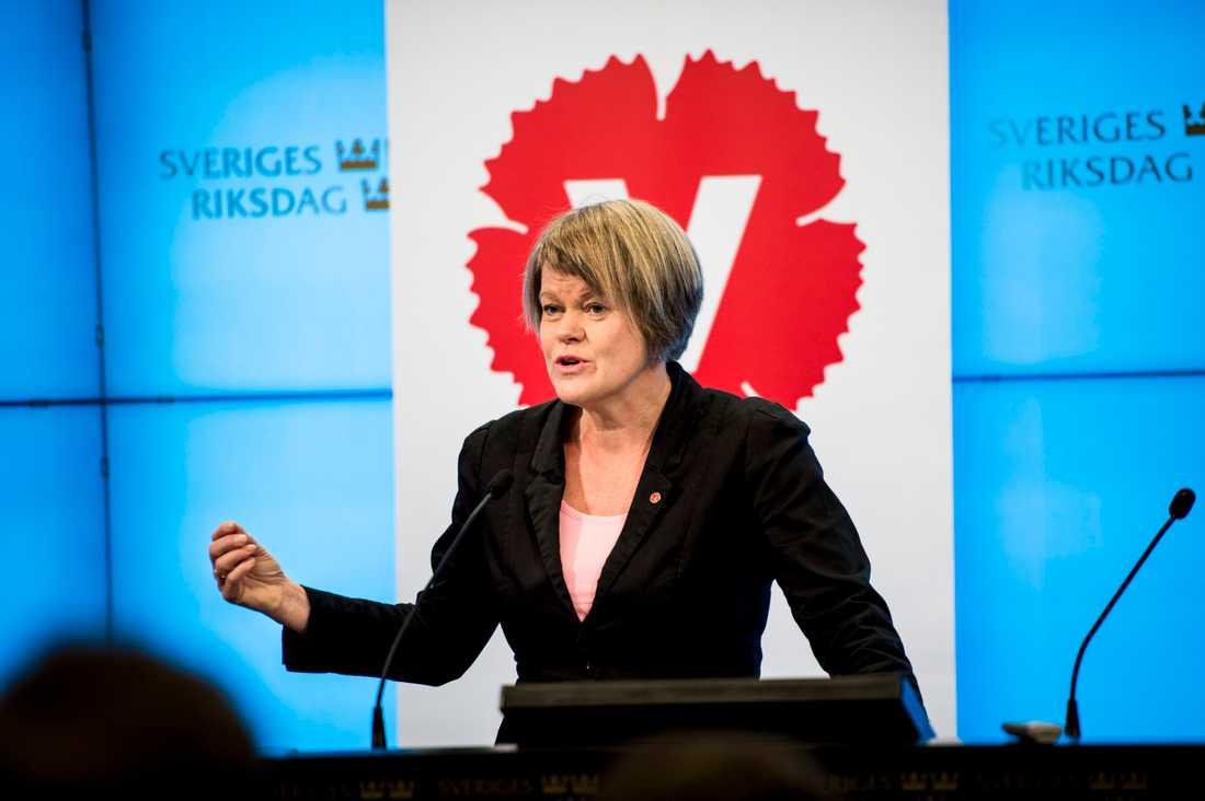 """""""Det innebär att väldigt många lägenheter nu kommer att kunna rustas och få en bättre miljö för de boende"""", säger Vänsterpartiets ekonomisk-politiska talesperson Ulla Andersson till SVT Nyheter."""
